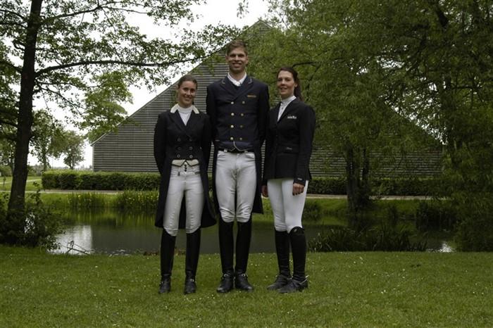 Fra venstra: Isabelle Claire Nouard (Dalumgård Rideklub), Ulrik Falbe-Hansen (Sportsrideklubben Vallensbæk) og Anna Sandahl Michelsen (Grindsted Rideklub)